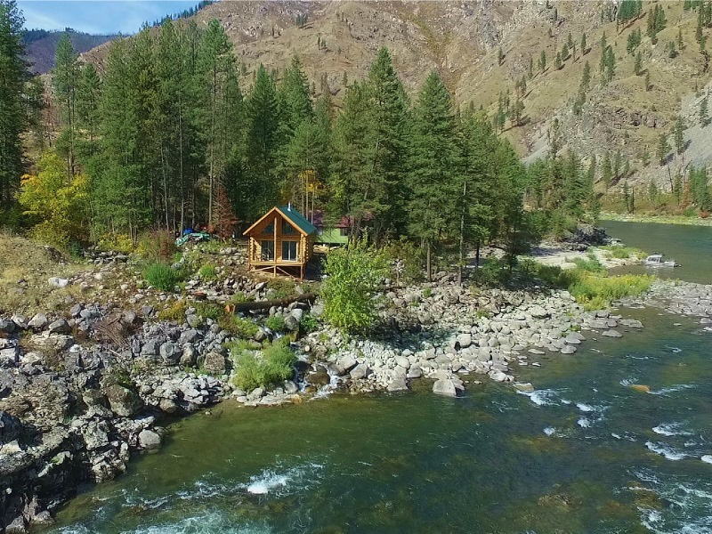 Wilderness Lodge on the Main Salmon River